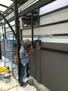 งานติดตั้งรั้วโครงเหล็กไม้ระแนง SCG แบบลบมุม 10