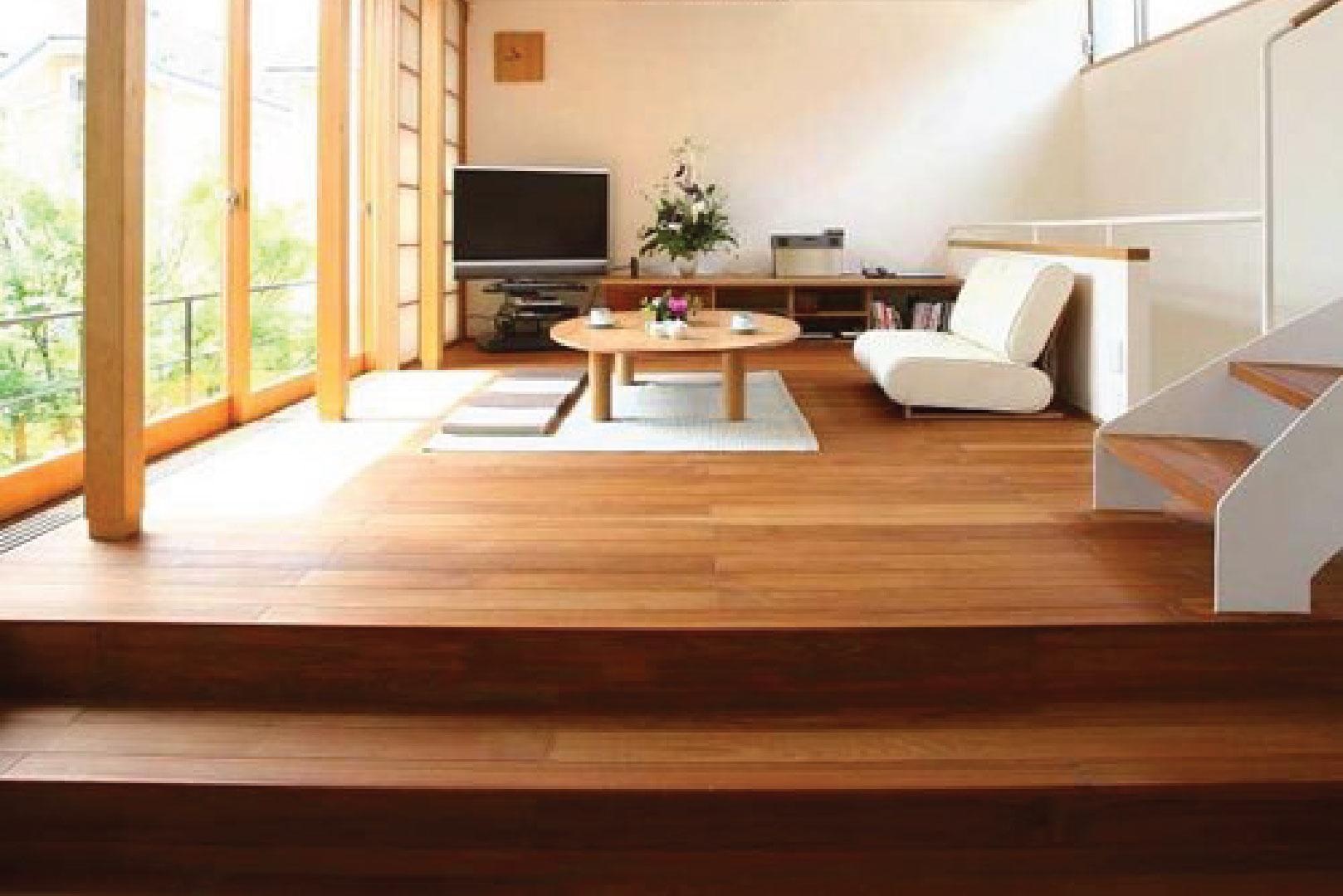 ไม้พื้น เอสซีจี รุ่นเบสิค ขนาด 10x300x2.5 ซม. สีรองพื้น 1