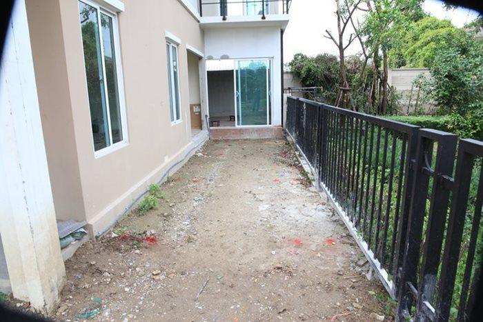 เปลี่ยนที่ว่างข้างบ้าน เป็นมุมพักผ่อนสไตล์ Natural Modern 1