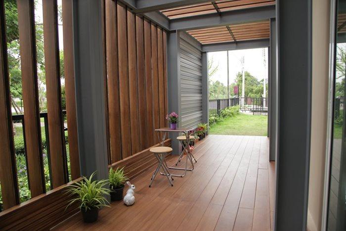 เปลี่ยนที่ว่างข้างบ้าน เป็นมุมพักผ่อนสไตล์ Natural Modern 3