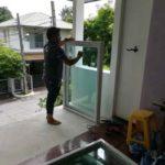 ต่อเติมห้องกระจก ต่อเติมระเบียงหน้าบ้าน ทาสีภายนอก 14