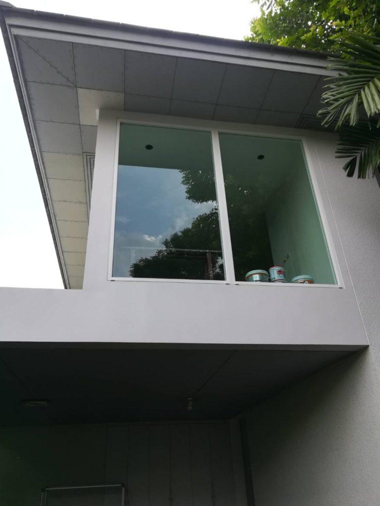 ต่อเติมห้องกระจก ต่อเติมระเบียงหน้าบ้าน ทาสีภายนอก