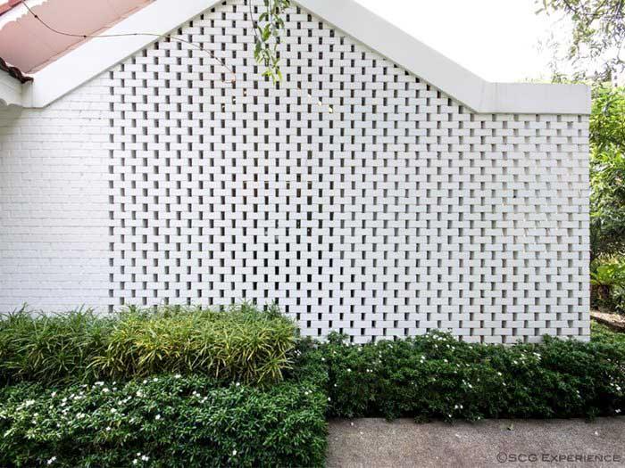 รีโนเวทบ้านชั้นเดียว ให้กลายเป็นบ้านสีขาวอยู่สบาย 5