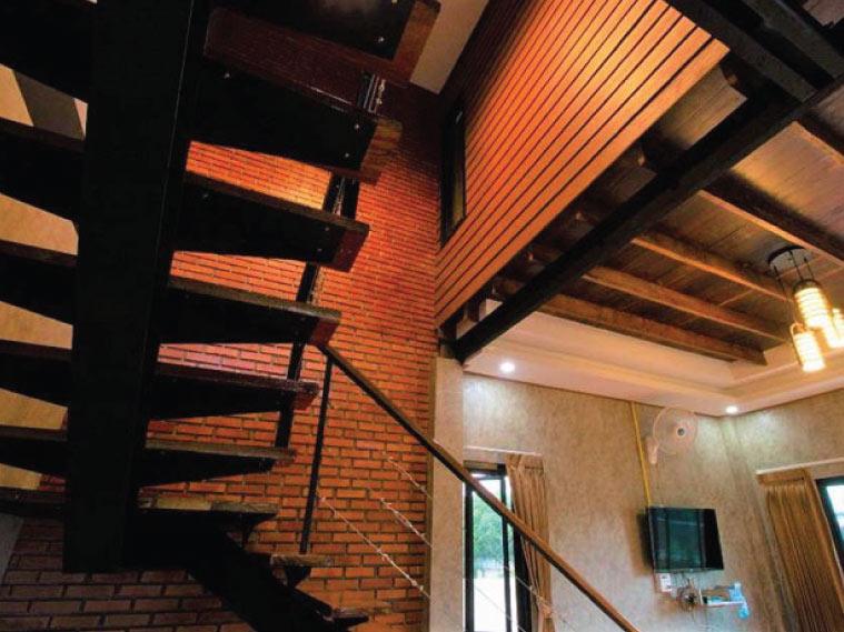 รีโนเวทบ้านไม้เป็นบ้านสไตล์ลอฟต์ ในงบล้านกว่า 4