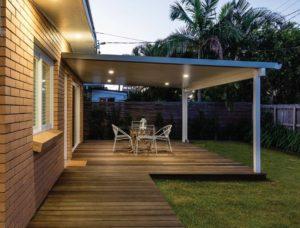 Read more about the article ต่อเติมหลังคา ทำพื้นใหม่ ได้ซุ้มนั่งเล่นในสวนหน้าบ้าน