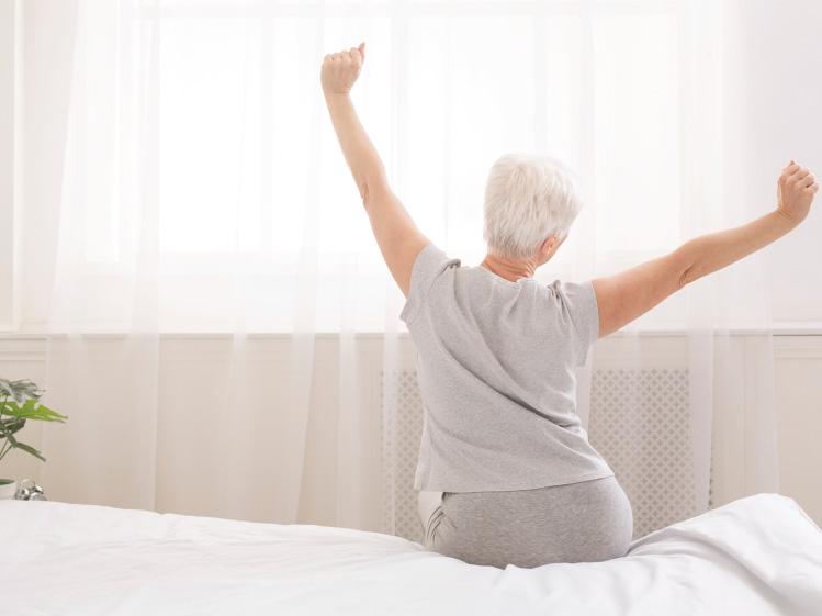 ห้องนอนที่ปลอดภัยใช้งานสะดวกสำหรับผู้สูงอายุ 10