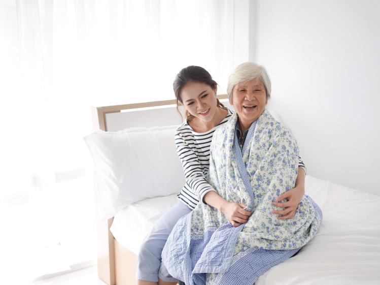 ห้องนอนที่ปลอดภัยใช้งานสะดวกสำหรับผู้สูงอายุ 25