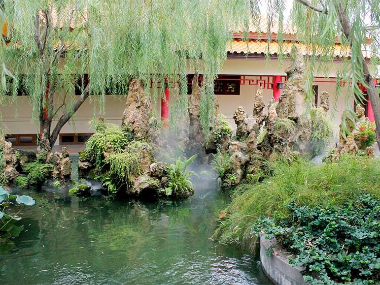 6 วิธีจัดสวนสวยทิศตะวันตก คลายร้อนให้บ้านเย็น 2
