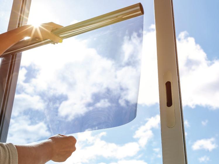 กันร้อน สร้างนิรภัยให้บ้าน เลือกกระจกลามิเนต หรือกระจกติดฟิล์มดี ?