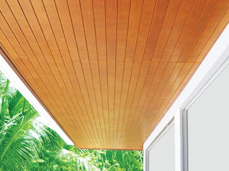 ภาพ: ฝ้าเพดานภายนอกในรูปของฝ้าไม้ระแนงตีชนชิด