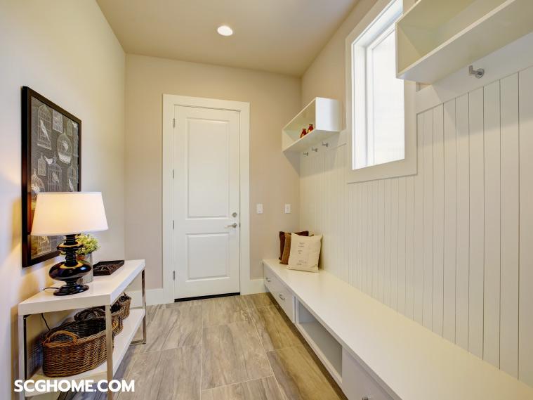 ภาพ : การออกแบบตกแต่งโถงทางเข้าบ้าน ที่เลือกใช้วัสดุและเฟอร์นิเจอร์ซึ่งคำนึงถึงความสวยงามและความสะอาดปลอดภัย