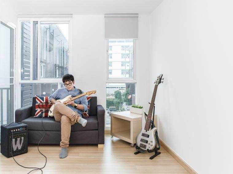 ภาพ: การใช้งานห้องที่ติดตั้งผนังกันเสียง