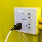 ตรวจระบบไฟฟ้าฉบับเจ้าของบ้าน: 4 ข้อ เช็กระบบไฟบ้านเก่าเกิน 10 ปี